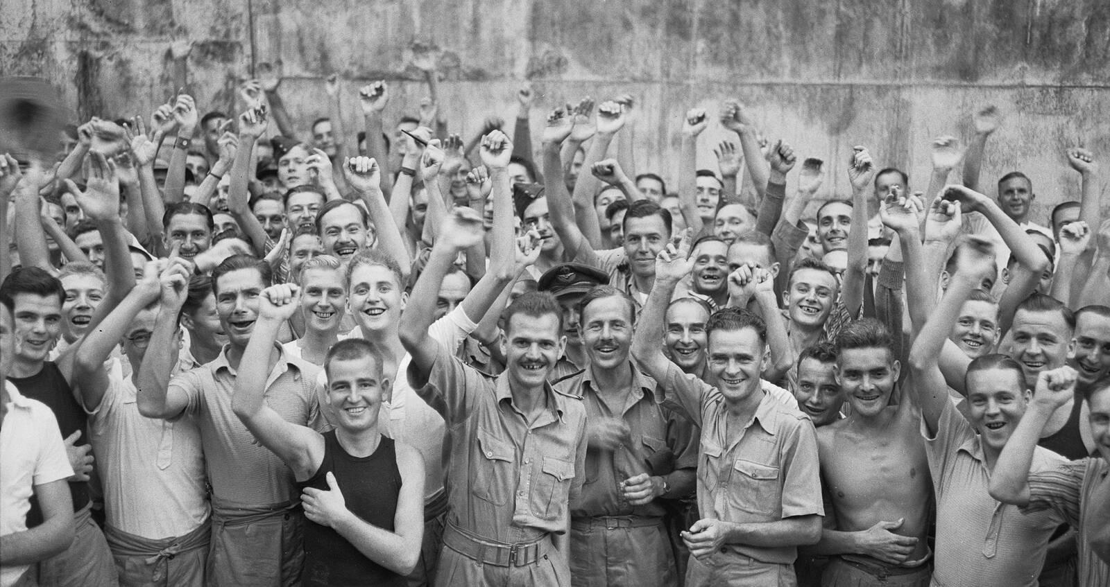 Allied Prisoners Of War Celebrating Their Liberation From Changi Jail Singapore Iwm (cf 712)