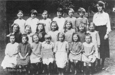 London St School Girls 1924